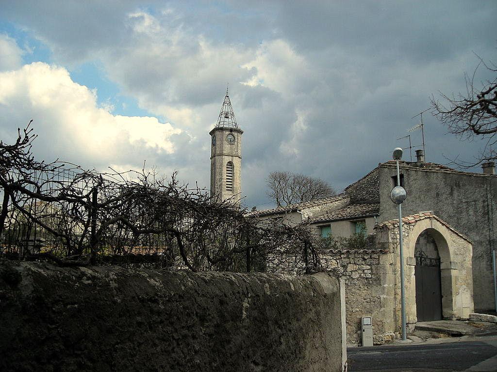 St-Hilaire-de-Beauvoir : la rue de l'Abreuvoir (4). - Sortie avenue de Galargues ; le clocher et la maison Azéma