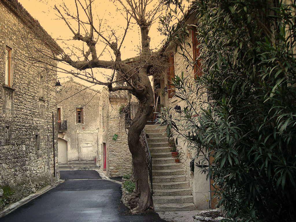 St-Hilaire-de-Beauvoir : rue Ventabrem, vers rue des Puits. - Maison Poirot
